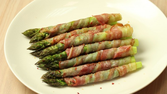 Recipe: Low Carb Bacon Wrapped Asparagus