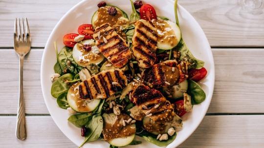 Rezept: Low Carb [Ohne-Video] Putenbrust-Salat mit Honig-Senf-Dressing