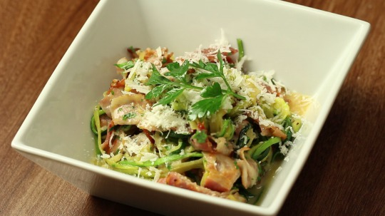 Rezept: Low Carb Zucchini noodles with carbonara sauce