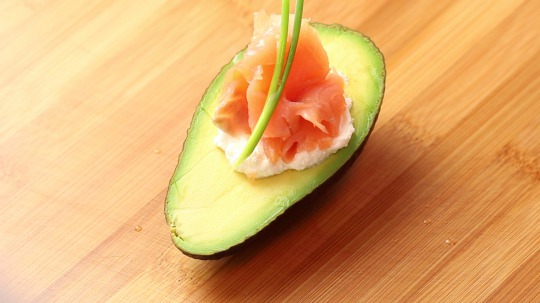 Recipe: Low Carb Avocado stuffed with ricotta and smoked salmon