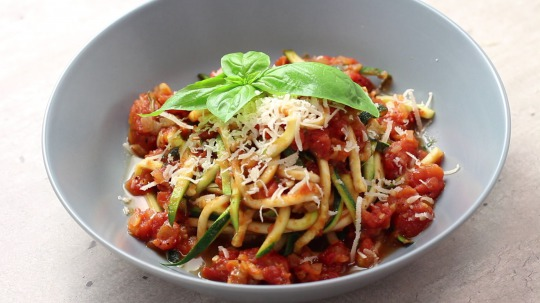 Rezept: Low Carb Zucchini noodles with marinara sauce