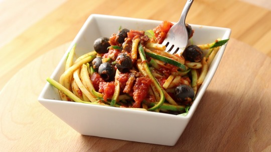 Rezept: Low Carb Zucchini Nudeln alla Puttanesca