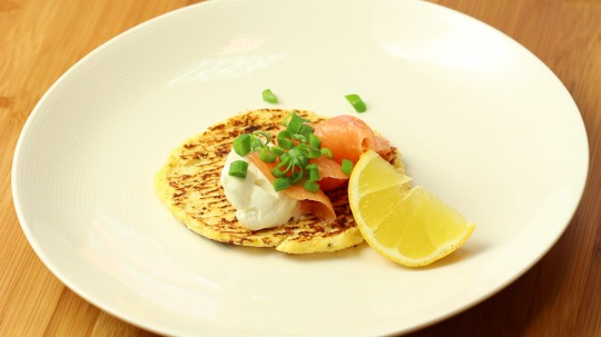Rezept: Cauliflower Toast Topped with Cream Cheese and Smoked Salmon