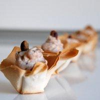 Coupelle con mousse di prosciutto e pistacchi