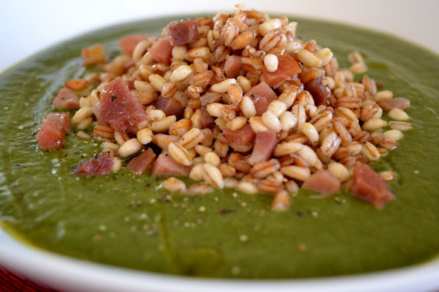 Green soup with spelt and barley