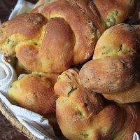 Pane allo zafferano e olive-0