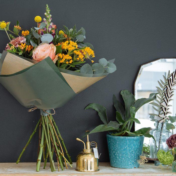 Floom Botanique Workshop Esclepias Craspedia Rose 3