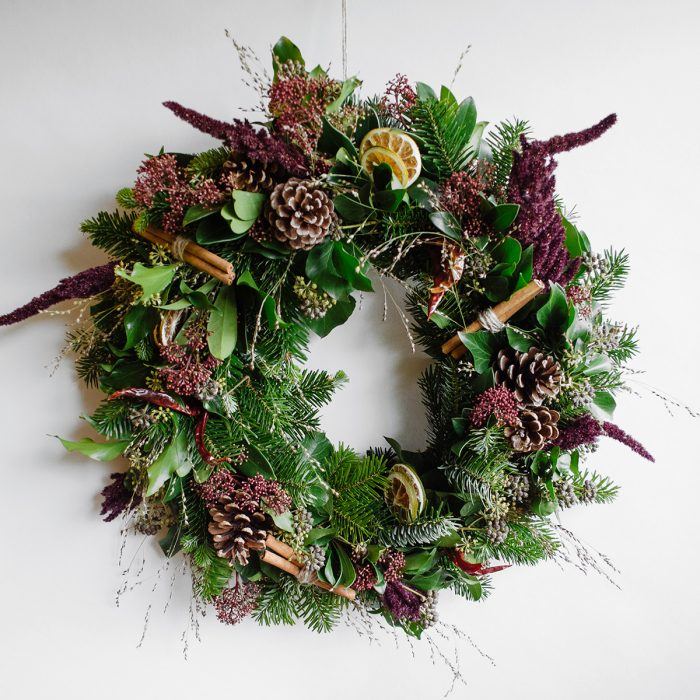 Floom Herbert Isles Christmas Wreath Cinnamon 1