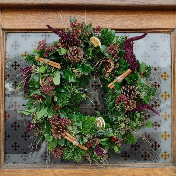 Floom Herbert Isles Christmas Wreath Cinnamon 2