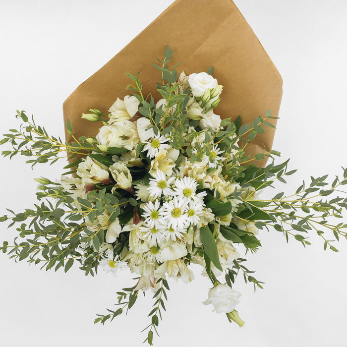 Floom With Fairest Flowers White Small Bouquet 2