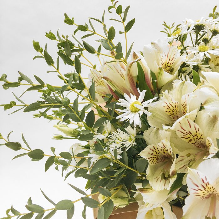 Floom With Fairest Flowers White Small Bouquet 4