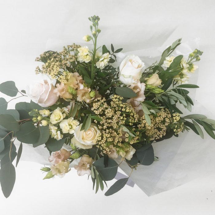 Floom Bloomologie White Green Bouquet 2