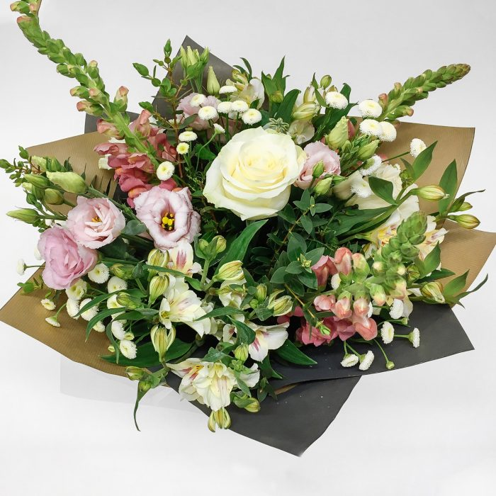 Floom Dw Floral Design Stock Lisianthus Bouquet 2