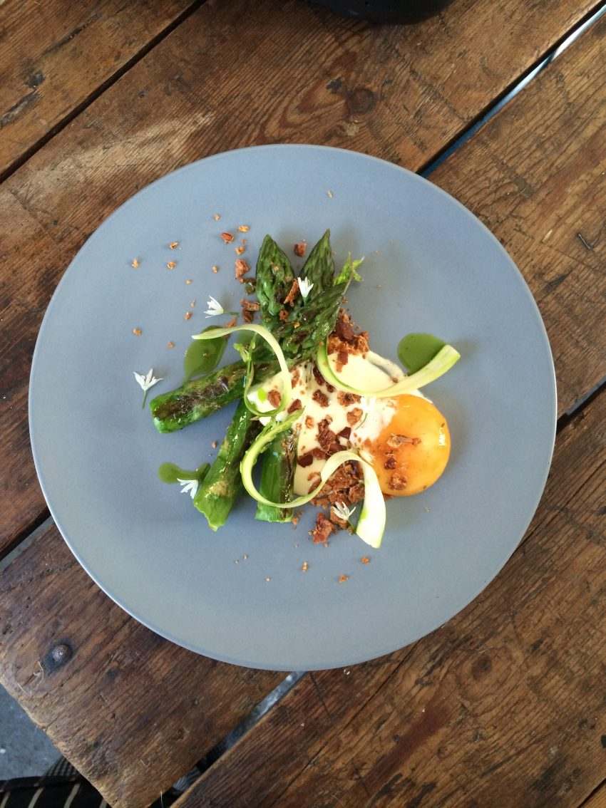 1 Floom Magazine Nicholas Balfe Salon Restaurant Asparagus Cured Duck Egg Smoked Pork Fat Emulsion Wild Garlic 1