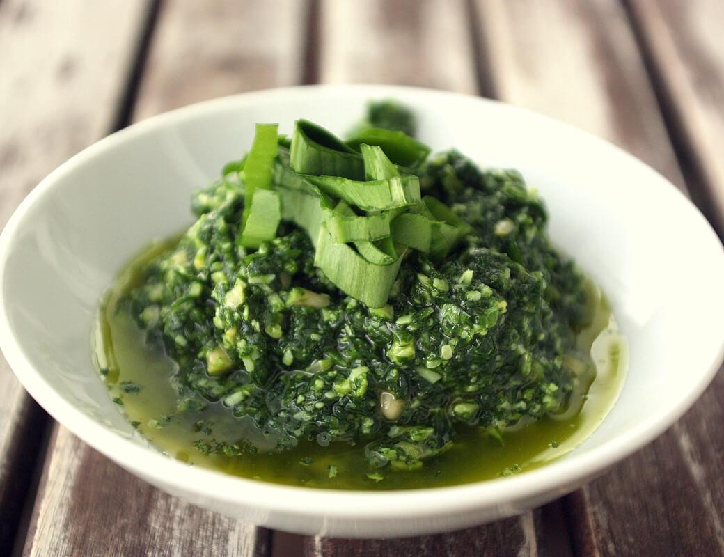 Bärlauch Pesto {flowers on my plate}