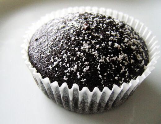 Veganer Schoko Cupcake {flowers on my plate}