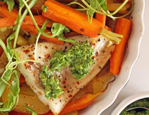 Fischfilet mit Pistazienpesto & Röstkarotten {flowers on my plate}