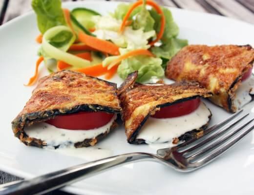 aubergine-gebacken-knoblauch-basilikum-schmand