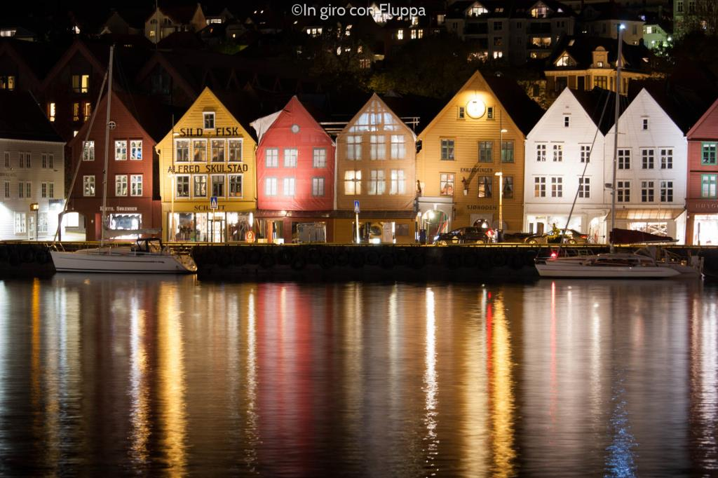 Cosa vedere a Bergen: il Bryggen di sera