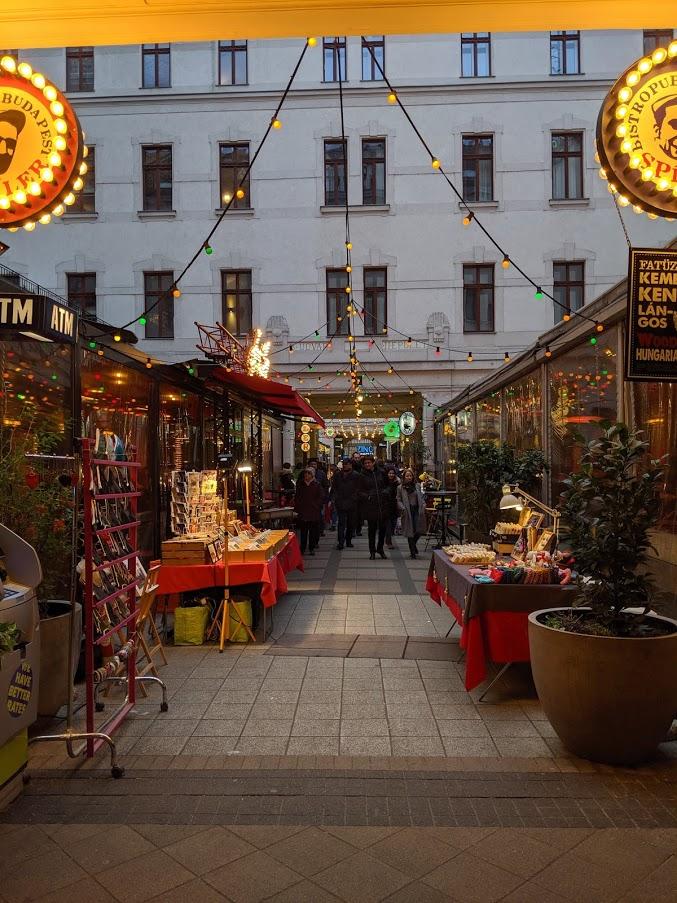 Dove mangiare a Budapest: Gozsdu Udvar