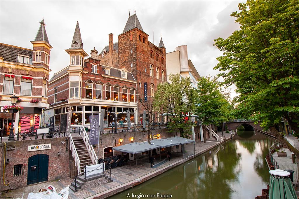 Passeggiare lungo i canali di Utrecht