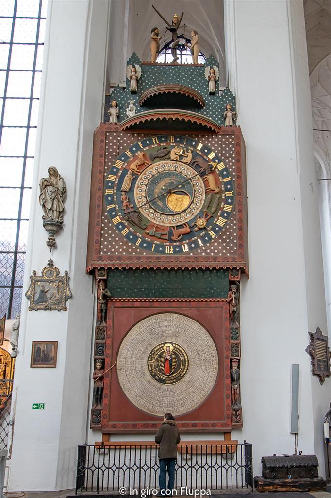 Cosa visitare a Danzica in un giorno: Basilika Mariacka, orologio astronomico