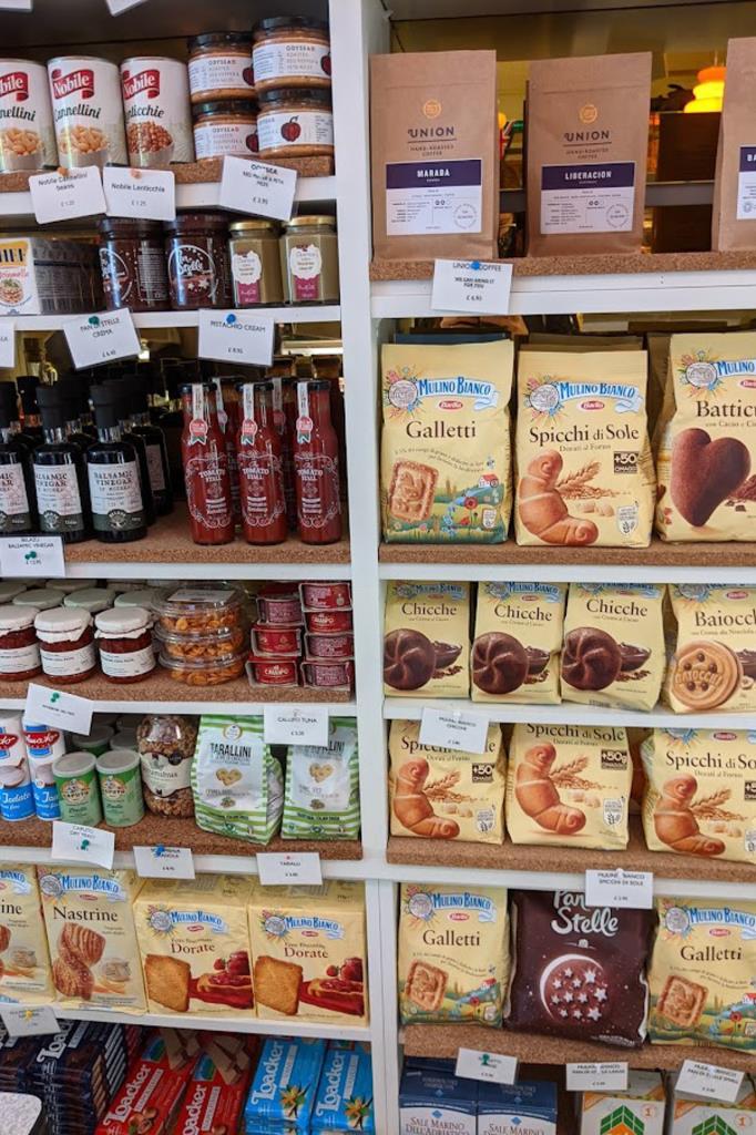 Scaffate di prodotti italiani - Italian Deli, Londra