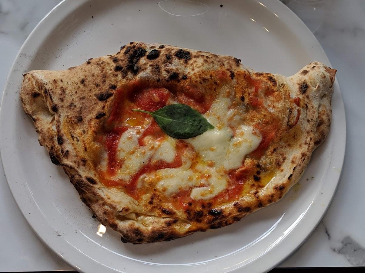 Dove mangiare a Londra: la pizza di Theo's (foto mia)