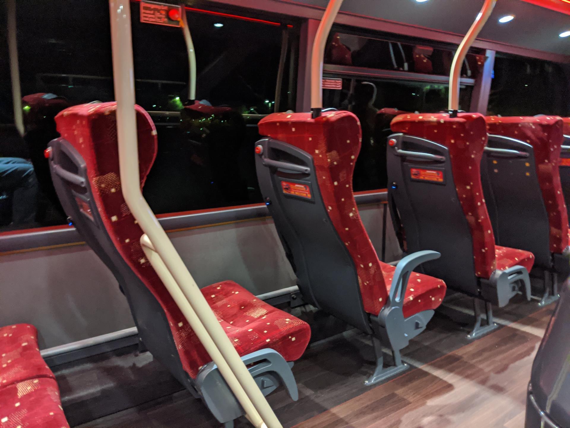 Il bus Airlink 100 che collega l'aeroporto con Edimburgo centro