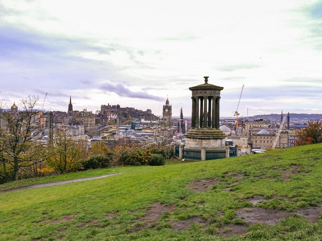 Dove vedere il fogliage a Edimburgo: Calton Hill. Foto di Valeria Salvai, editata da me.
