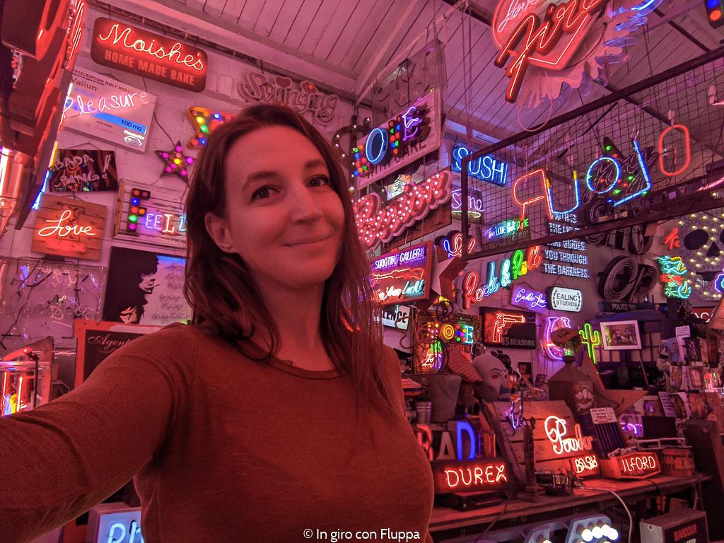 Il God's Own Junkyard, galleria di insegne al neon a Londra