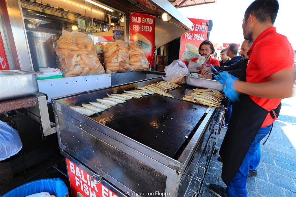 Balik Ekmek (panino con lo sgombro)
