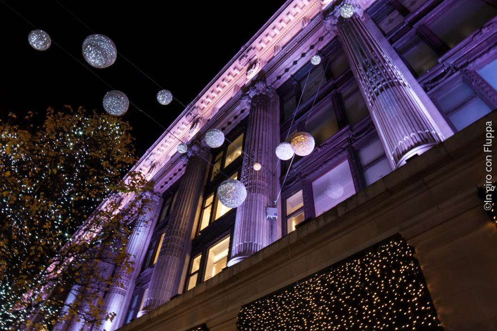 Natale a Londra: luci, strade e negozi