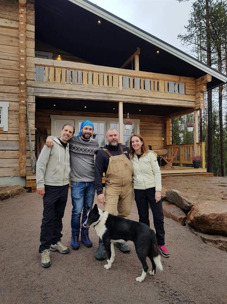Attività da fare a Rovaniemi in autunno: escursione in quad con gli husky