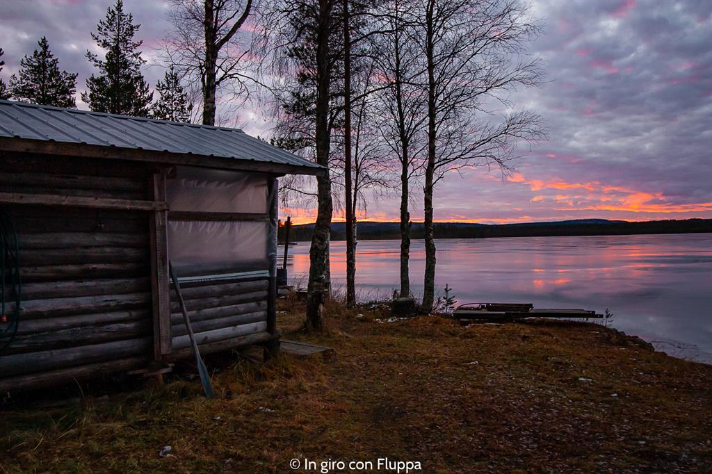 Cosa vedere a Rovaniemi e dintorni: tramonto sul lago