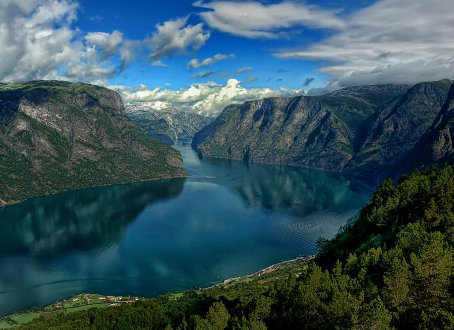 Aurlandsfjord. Credits: pixdaus.com