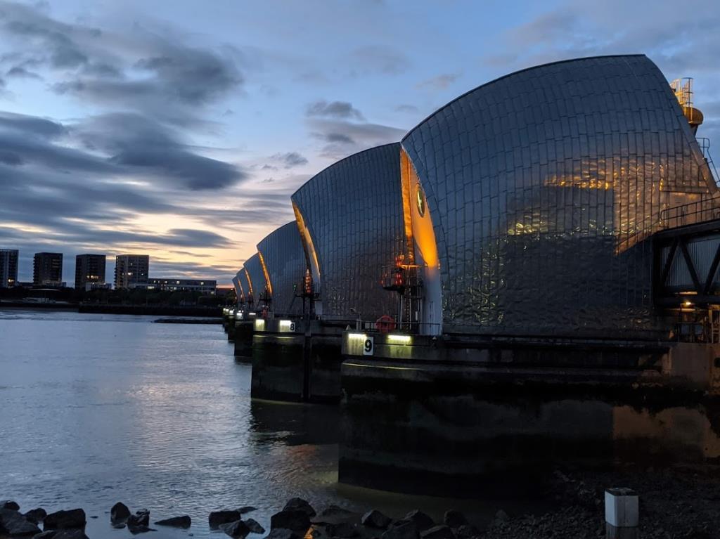 La diga che protegge Londra dalle inindazioni del Tamigi: il Thames Barrier