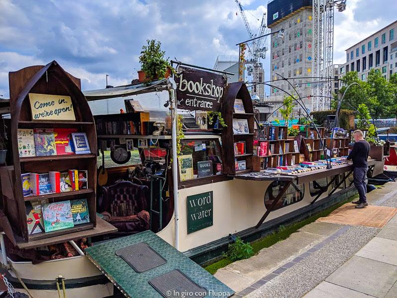 Un negozio di libri sull'acqua a Londra: Words on the Water