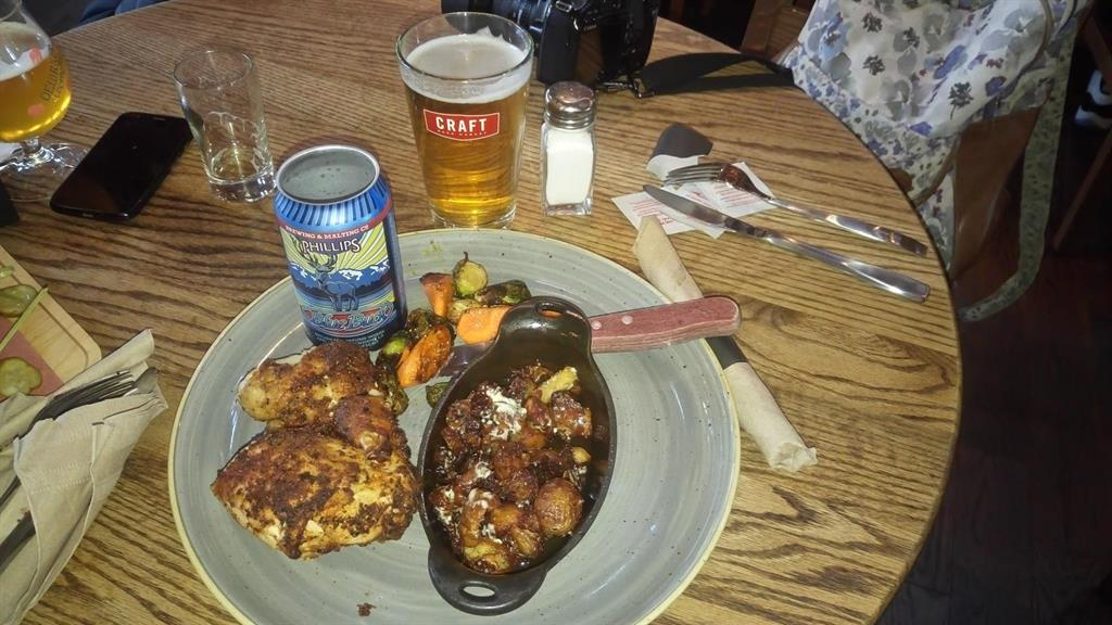 Pollo e patate alla birra - Craft Beer Market, Vancouver