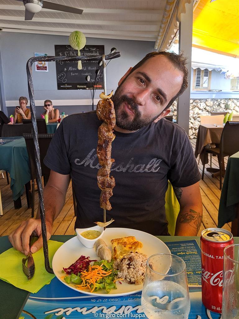 Cosa mangiare a Guadalupa: spiedo di carne