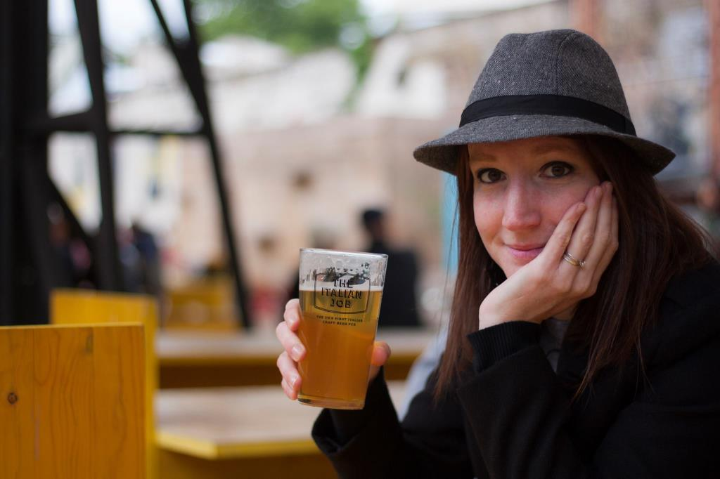 Momenti di relax in uno degli innumerevoli pub all'aperto di Londra