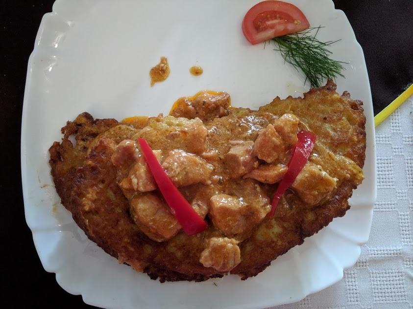 Cosa mangiare a Zakopane: pancake di patate con goulash
