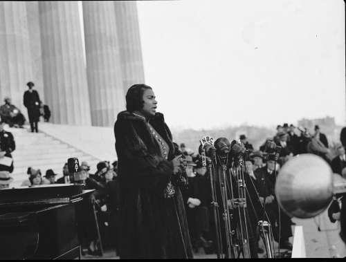 Marian Anderson Sings At Lincoln Memorial