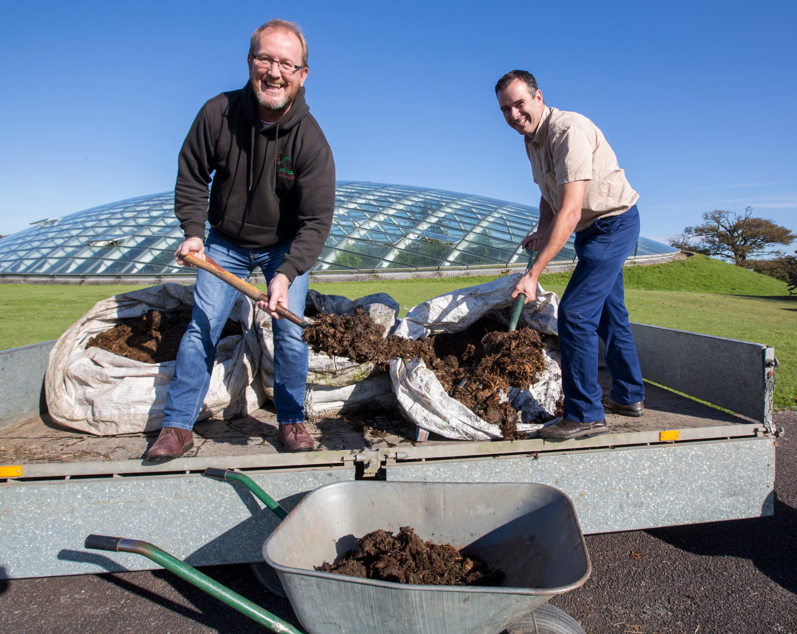 Keepers delivering rhino poo to botanic gardens
