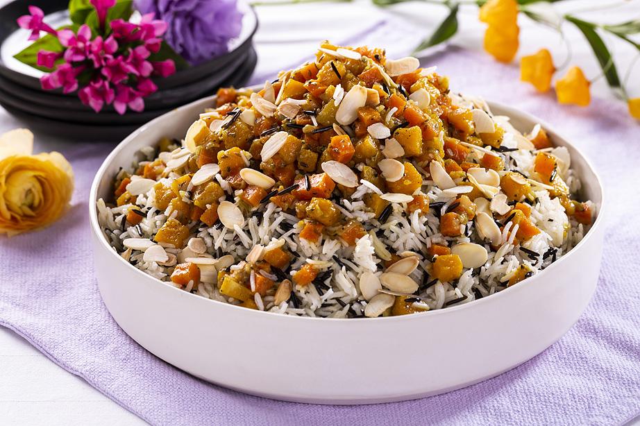 אורז שחור לבן עם ירקות כתומים. צילום: בעז לביא