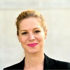 Dr. Julia Binder