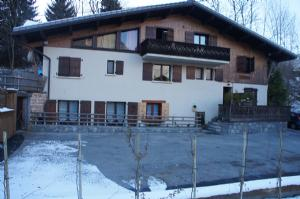 Individual chalet with fifteen apartments in Morzine
