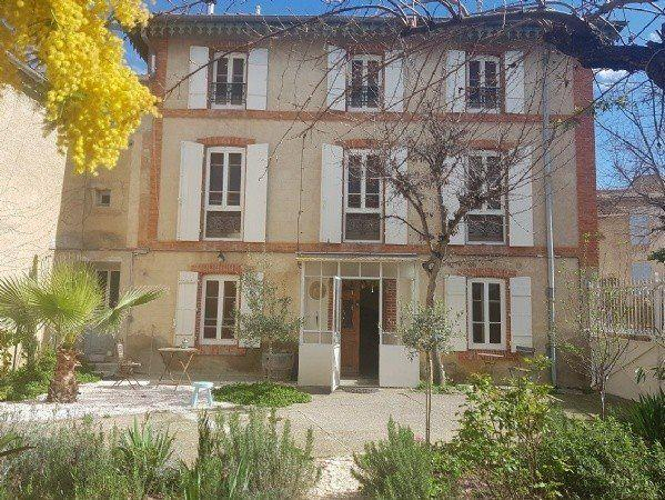 Pretty Renovated Character Home With 145 m2 Living Space, Barn To Convert And Courtyard/garden.