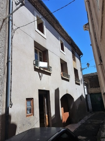 Former Winegrower's House With 3 Bedrooms, Large Garage And Attic.