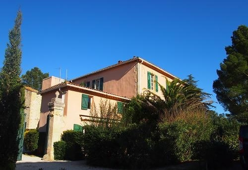 Character Home In The Heart Of An Old Priory With 460 m2 Of Living Space With Garden Of 700 m2.